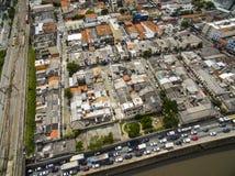Grandes cidades com rio e as grandes avenidas Vista aérea da avenida do estado ao lado do rio de Tamanduatei Avenidas perto dos r fotos de stock