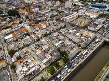 Grandes cidades com rio e as grandes avenidas Vista aérea da avenida do estado ao lado do rio de Tamanduatei Avenidas perto dos r foto de stock royalty free