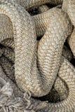 Grandes cordas enrolado junto nos testes padrões Imagem de Stock