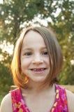 Grandes dents de fille venant bientôt ! Images libres de droits