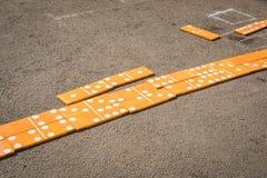 Grandes dominós de madeira foto de stock royalty free