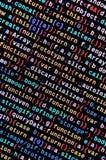 Grandes données et Internet de tendance de choses Lieu de travail informatique de spécialiste Code de HTML de site Web sur l'affi images stock