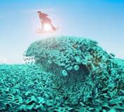 Grandes données Vague énorme de tsunami de caractères Panneau surfant d'argent d'homme d'affaires