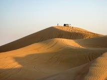 Grandes dunas de areia amarelas do deserto Imagem de Stock