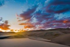 Grandes dunas de arena después de la puesta del sol Colorado Foto de archivo libre de regalías