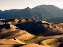 Grandes dunes de sable au lever de soleil Photo libre de droits