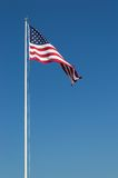 Grandes Estados Unidos embandeiram e céu azul Imagens de Stock