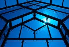 Grandes fenêtres bleues le jour ensoleillé Photographie stock