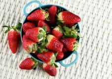Grandes fraises mûres Photos stock