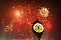 Grandes fuegos artificiales en el partido del Año Nuevo Fotos de archivo