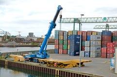 Grandes grues dans le port fluvial de Dortmund Photo libre de droits