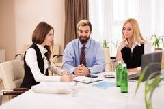 Grandes ideias da discussão da reunião de Businessteam Imagens de Stock Royalty Free