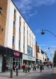 Grandes lojas na rua Southport Merseyside da capela Foto de Stock Royalty Free