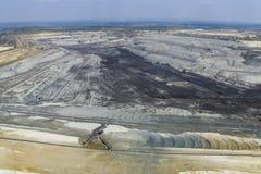 Grandes máquinas escavadoras na mina de carvão Imagem de Stock