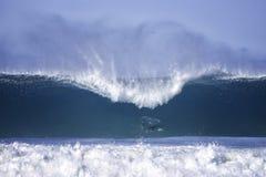Grandes ondes à la plage de bondi Image libre de droits