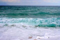 Grandes ondes en Grèce Images libres de droits