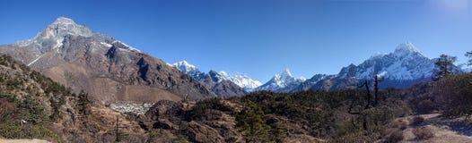 Grandes paisajes panorámicos del Himalaya en el valle de Khumbu Imagen de archivo libre de regalías