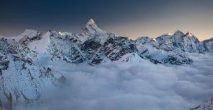 Grandes paisajes panorámicos del Himalaya en el valle de Khumbu Fotografía de archivo