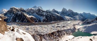 Grandes paisajes panorámicos del Himalaya en el valle de Khumbu Foto de archivo