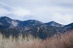 Grandes parque nacional y coto de las dunas de arena con los picos alpinos del Sangre de Cristo Mountains Fotos de archivo libres de regalías