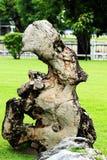 Grandes pierres employées pour décorer la pelouse Photographie stock libre de droits