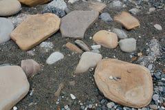 Grandes pierres sur le bord de la mer Texture Photo libre de droits