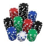 Grandes piles de puces de casino d'isolement sur le blanc Photo stock