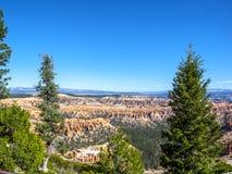 Grandes pináculos cinzelados afastado pela erosão Fotos de Stock