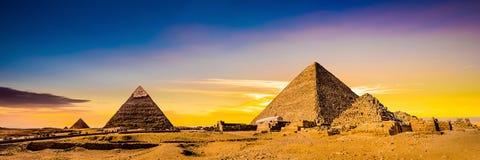 Grandes pirámides de Giza foto de archivo libre de regalías