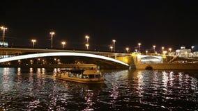 Grandes ponte e rio de pedra na noite, Moscou de Moskva, Rússia vídeos de arquivo