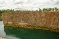 Grandes reservatórios e monte alto em Tailândia fotos de stock