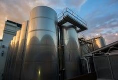 Grandes reservatórios para a produção de vinhos espumantes fotografia de stock royalty free