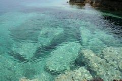 Grandes roches en mer Image libre de droits