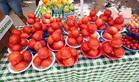 Grandes tomates m?res douces et juteuses rouges photo stock