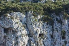Grandes ventanas del túnel del cerco en la roca imágenes de archivo libres de regalías