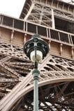 Grandezza e semplicità Simbolo eterno di Parigi - Eiffel Towe Fotografia Stock