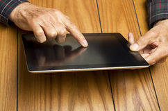 The grandfather use the tablet Royalty Free Stock Photos