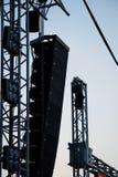 Grandi altoparlanti e riflettori della fase dal festival elettronico di concerto rock Fotografia Stock Libera da Diritti