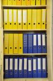 Grandi archivi blu e gialli fotografie stock