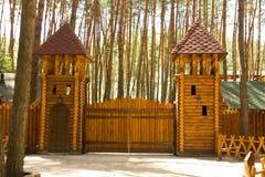 Grandi cancelli di legno fotografia stock libera da diritti