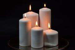 Grandi candele bianche sul nero Immagine Stock