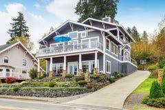 Grandi casa e garage moderni grigi Immagine Stock Libera da Diritti