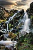 Grandi cascate su una mattina fredda di autunno fotografia stock