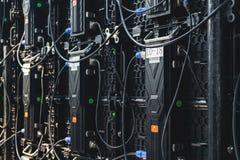 Grandi connettori posteriori del pannello dello schermo di visualizzazione del LED, monitor elettronico moderno dello schermo nel immagine stock libera da diritti