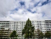 Grandi costruzioni con gli appartamenti a Berlino, Germania Immagine Stock