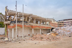 Grandi costruzioni distrutte entro il 16 aprile 2016 durante il terremoto che misura 7 8 sulla scala Richter, il Sudamerica Fotografia Stock