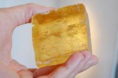Grandi cristalli cubici arancio della calcite per sessualità, creatività & ottimismo! Esemplare arancio luminoso della calcite Qu fotografia stock libera da diritti