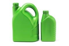 Grandi e piccoli contenitori di plastica dell'olio di lubrificazione Fotografia Stock Libera da Diritti
