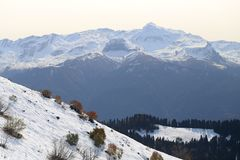 Grandi foto delle montagne nevose Immagine Stock