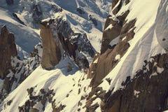 Grandi Jorasses e freeriders, sci estremo, Aiguille du Midi, alpi francesi Immagine Stock Libera da Diritti